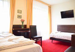 Hotel 3-person room