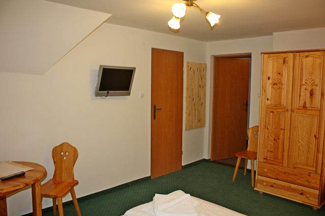 Traditional 3-person room