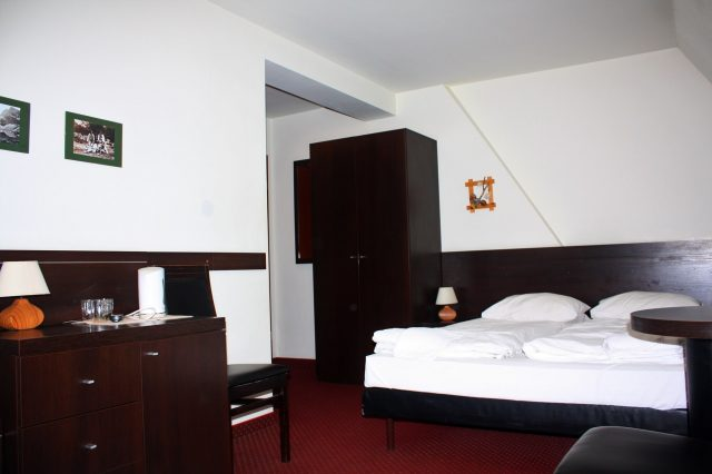 Hotel 3-person room